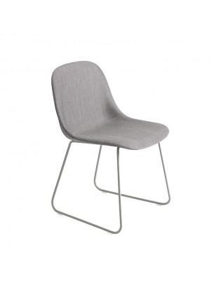 Stuhl Fiber Side Chair Sled Base von Muuto (gepolstert) Bezug: Grau (Stoff Remix 133) Gestell: Grau
