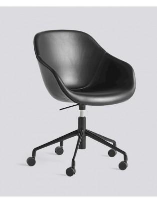 Stuhl About a Chair AAC153 mit Vollpolsterung von HAY
