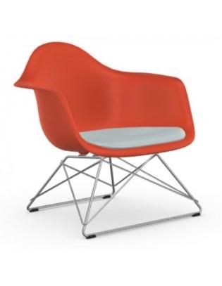 Eames Plastic Armchair LAR von Vitra mit Sitzpolster
