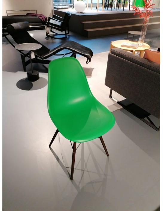 Stuhl Eames Plastic Chair DSW von Vitra Grün