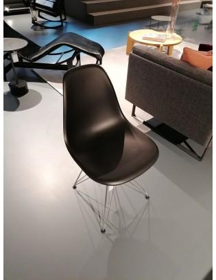 Stuhl Eames Plastic Chair DSR von Vitra Schwarz