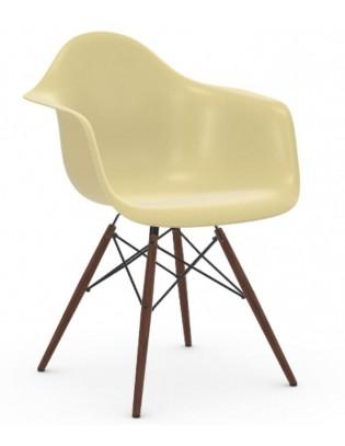 Stuhl Eames Fiberglass Armchairs DAW von Vitra