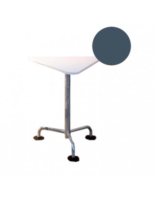 Gartentisch in dreieckiger Ausführung von Atelier Alinea