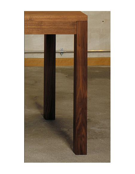 Massivholztisch von Atelier Alinea