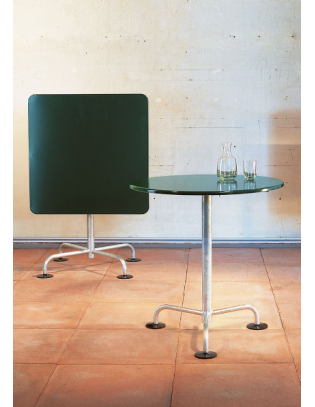 Klassischer quadratischer Gartentisch von Atelier Alinea