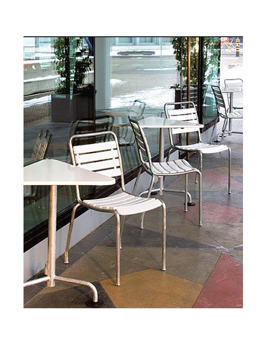 Klassischer dreieckiger Gartentisch von Atelier Alinea