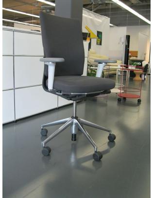 Bürostuhl ID Soft von Vitra mit 3D-Armlehnen in grau